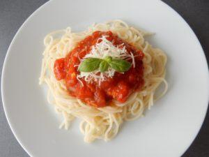 Špagety srajčatovou omáčkou