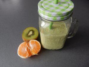 Smoothie – kiwi, mandarinka, salát, sojové mléko